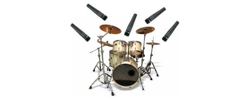 ドラムのパーツ毎にマイクをセットする。